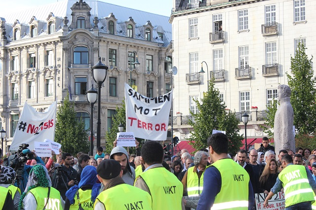 Muslims in Norway Marched against ISIS and Extremism