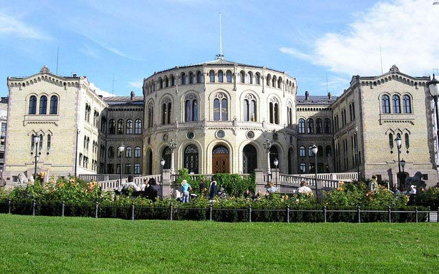 Aftenposten Discovers Spying Equipments outside Norway Parliament and Prime Minister Residence